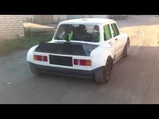 В запорожец воткнули двигатель от suzuki hayabusa k9