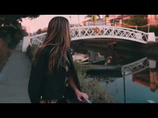 [v-s.mobi]Ed+Sheeran+-+Beautiful+People+(Lyrics)+ft.+Khalid+(NOTD+Remix).mp4