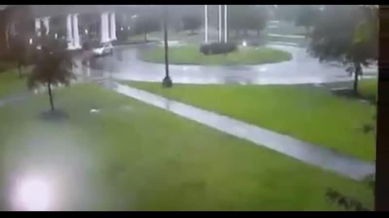 Житель штата Южная Каролина выжил после попадания молнии.