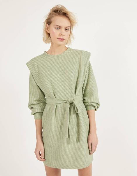 Платье в рубчик с поясом