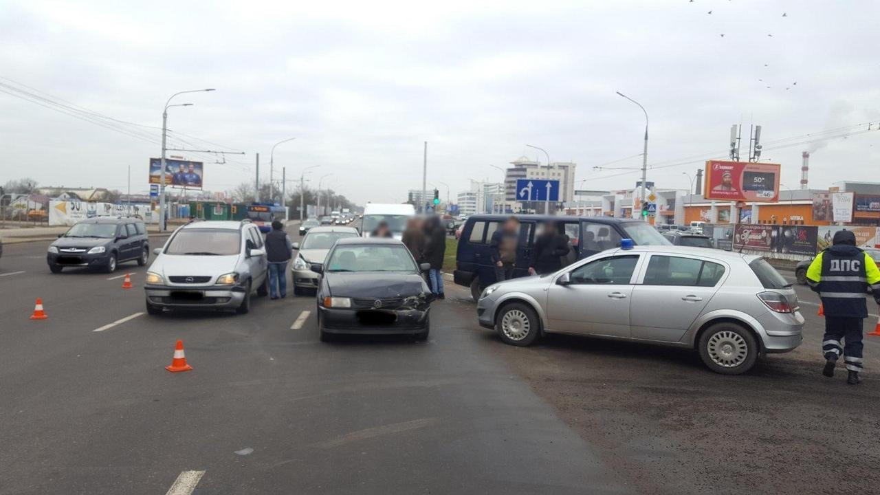 В Бресте на ул. Московской столкнулись четыре автомобиля