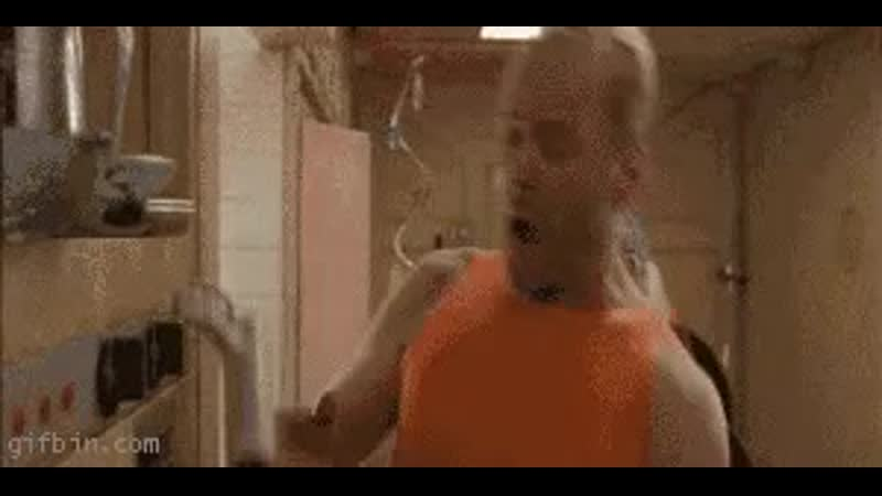The 5th Element - Bruce Willis gets knocked in the head