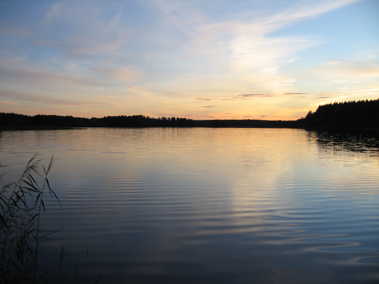 Закат на озере Находно