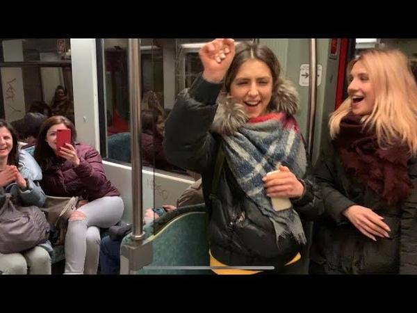 Белое Злато в метро Берлина! Girls in the subway of Berlin!