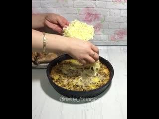 Запеченная курица с картошкой под сливочно-грибным соусом