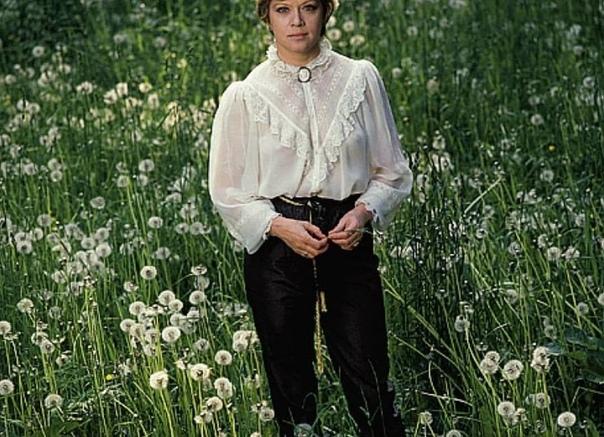 Алиса Фрейндлих, сегодня ее день рождения Напишите в комментариях ваши любимые цитаты ее героев, которых она сыграла .Спасибо за и