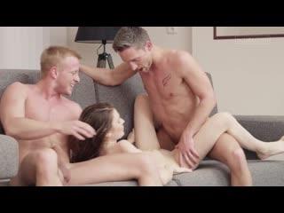 Красивый секс втроем. вдвоем одну девушку timea bela [porn hd, sex, blowjob]