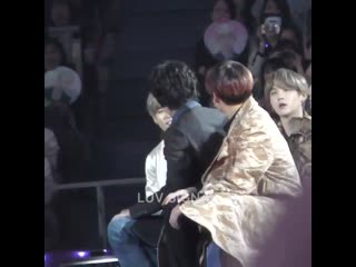 Jungkook teasing taehyung to get his attention so tae fake act that hes sjsjjsjs THIS IS SO CUTE PLEASE -