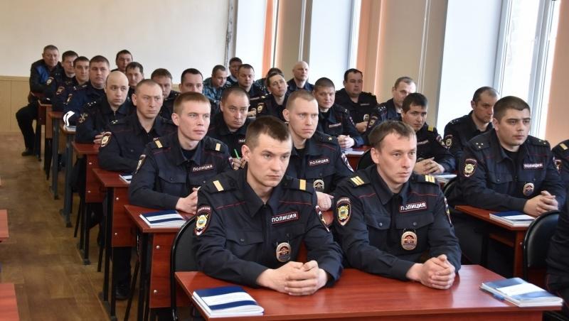 Сводный отряд полиции готовится к отбытию на Кавказ.
