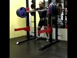 Аркадий Шалоха приседает 270 кг на 5