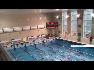 В Красноярске 8-летней девочке во время тренировки в бассейне оторвало палец