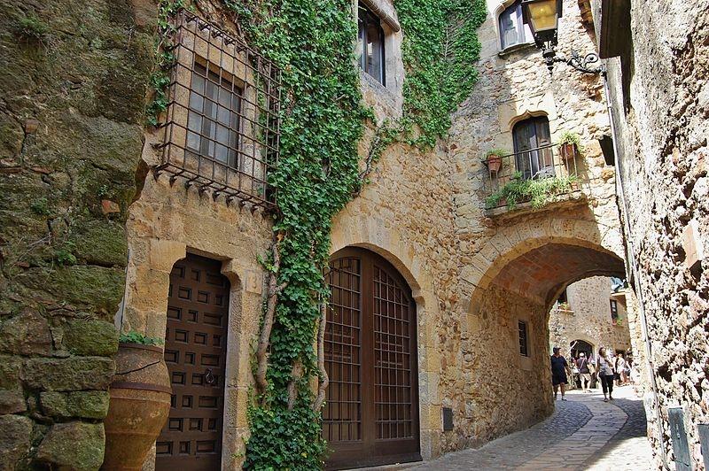 Самые красивые средневековые городки Каталонии, изображение №9
