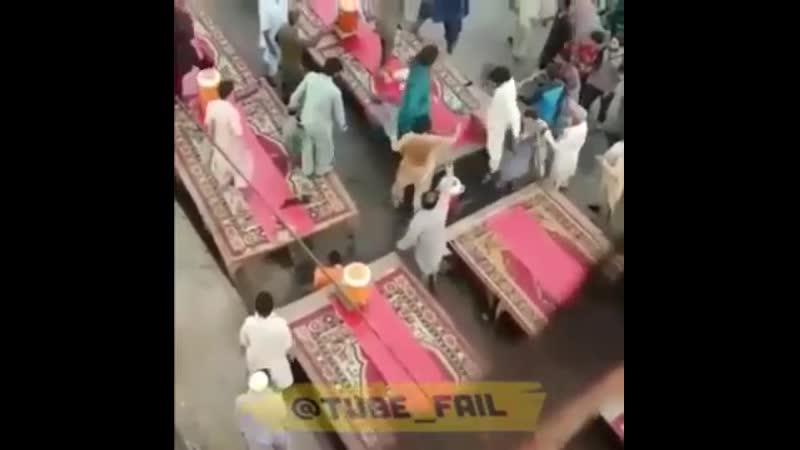 Мусульмане устроили драку из-за ифтара, Пакистан
