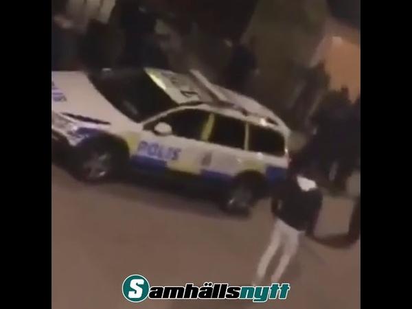 Här får gänget i Tensta stryk av polisen