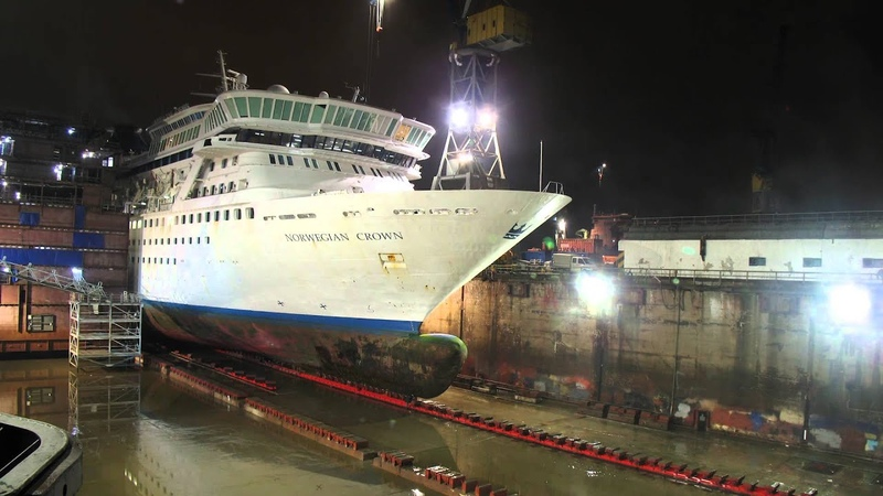 Cruise Ship timelapse Extension of Balmoral at Blohm Voss