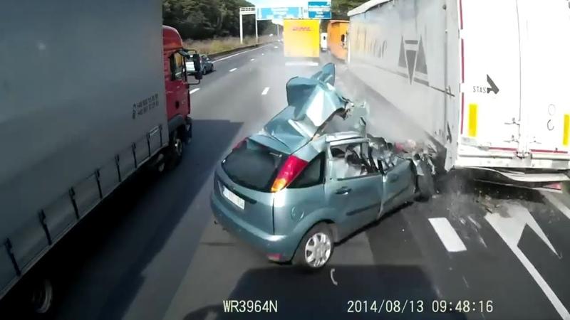 Подборка страшных ДТП Грузовиков Фур Дальнобойщиков. Аварии грузовиков. Часть 3