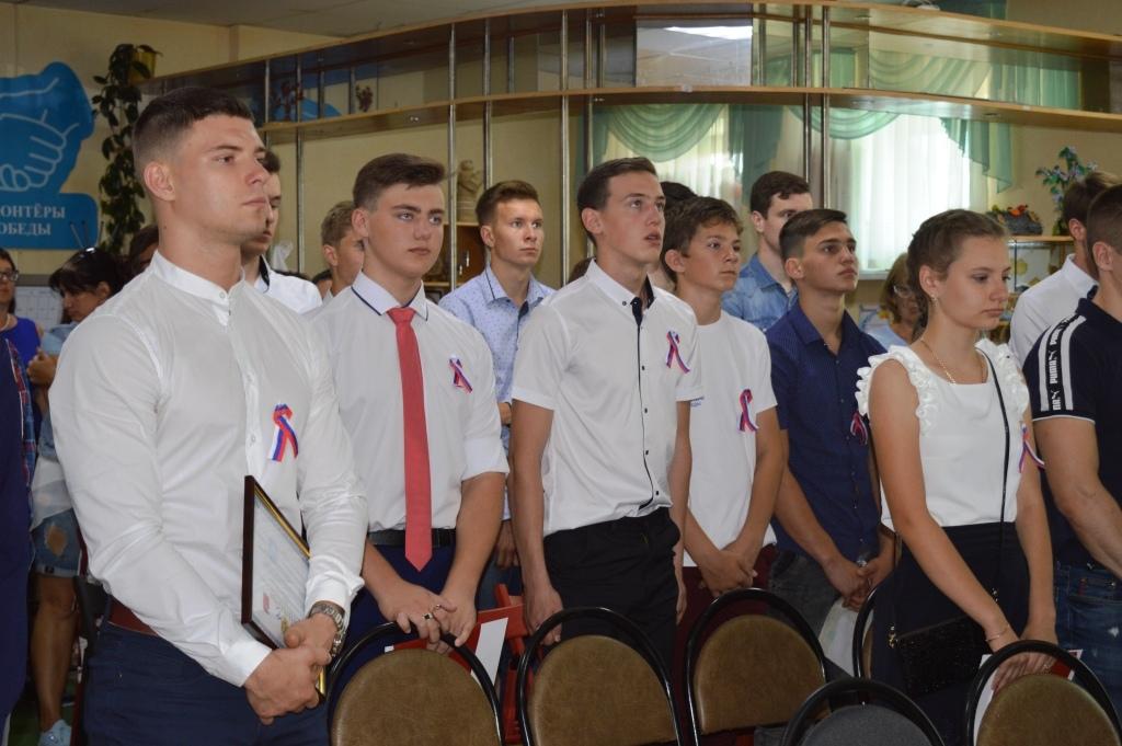В городе Бирюче состоялась акция «Триколор»