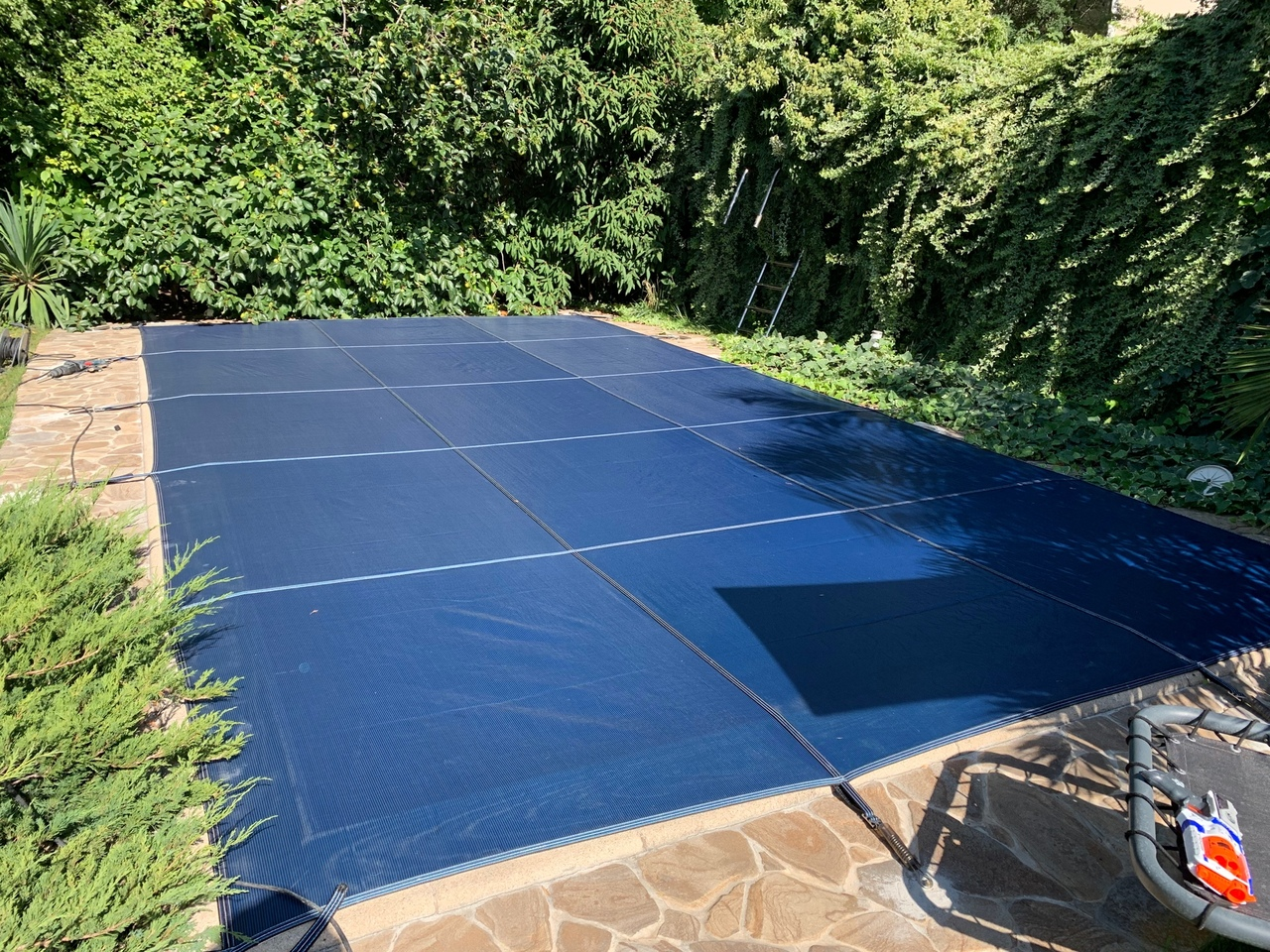 Защитное полипропиленовой покрывало для бассейна