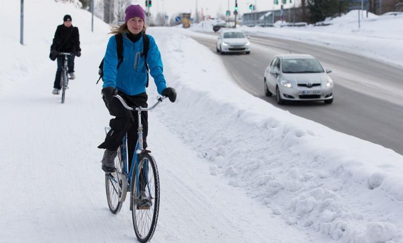 Мы знаем, как приехать «На работу на велосипеде зимой» и получить за это кружку