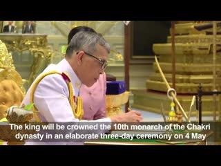 Король Таиланда женился и дал супруге титул королевы.