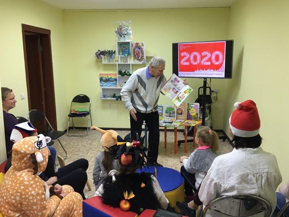 Писатель Владимир Борисов посетил библиотеку на Рождественской