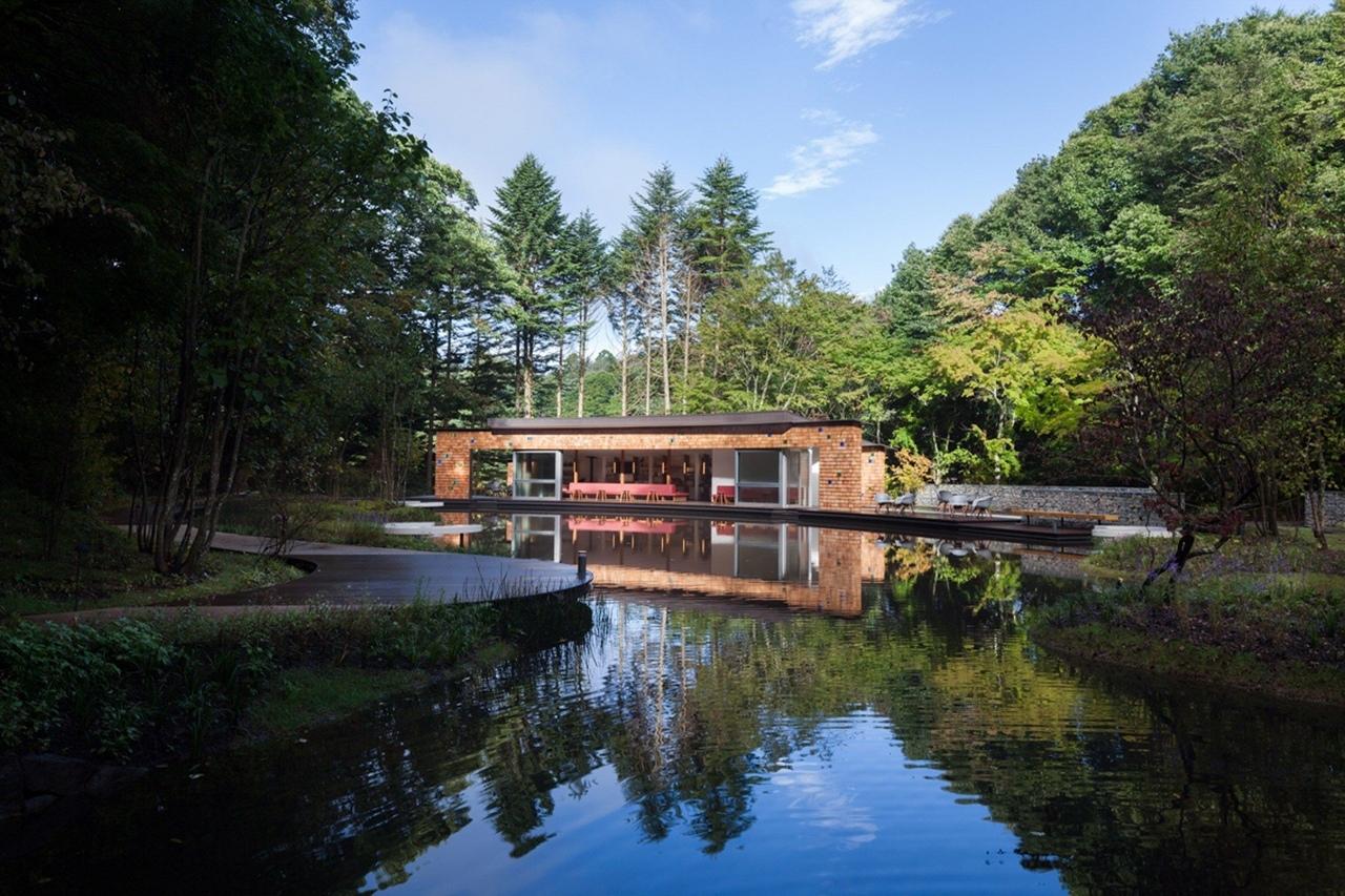 Центр для посетителей и ледовый каток от Klein Dytham Architecture