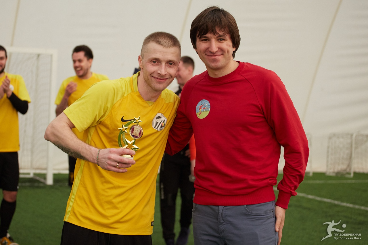 Павел Булгак (Евгений Нестеров) - лучший защитник и ассистент дивизиона Жукова.