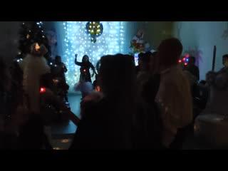 Мой доктор Айболит на новогоднем утреннике в #бэлэкэч Трогательный хоровод детишек с родителями при свечах...