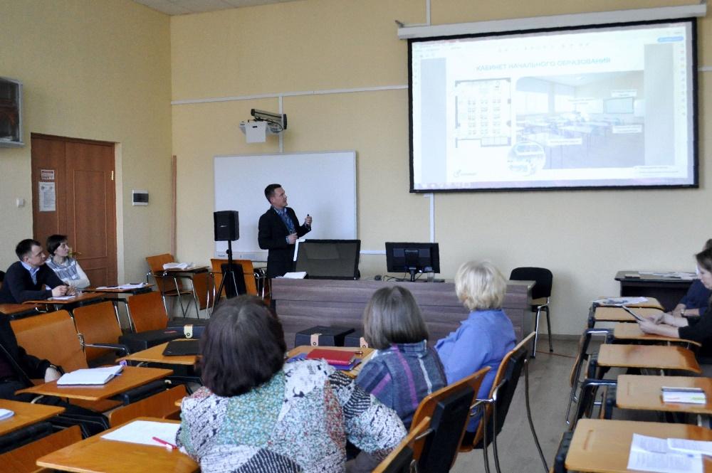 Сергей Рыбников выступает на научно-практической конференции