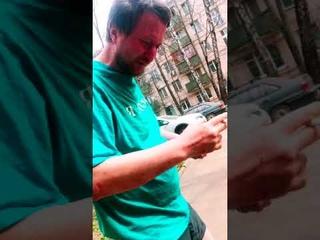 Я в шоке!   Что случилось с этим парнем?   Это комары кусаются! #shorts