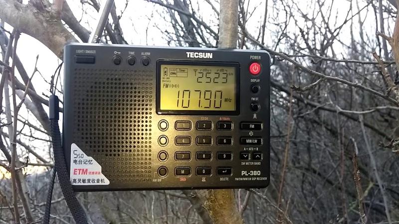 Сравнение приёма на FM и УКВ Xhdata D 808 Tecsun PL 380 1