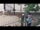 В Актау парень выскочил на подмогу мужику которого окучивала группа гопников