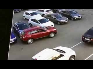 ДТП на парковке на ул. Берша (Ижевск)