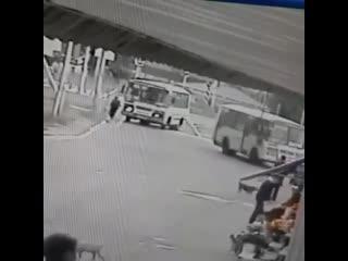 Маршрутчик не заметил, как сбил женщину Регион-26 | Ставрополь