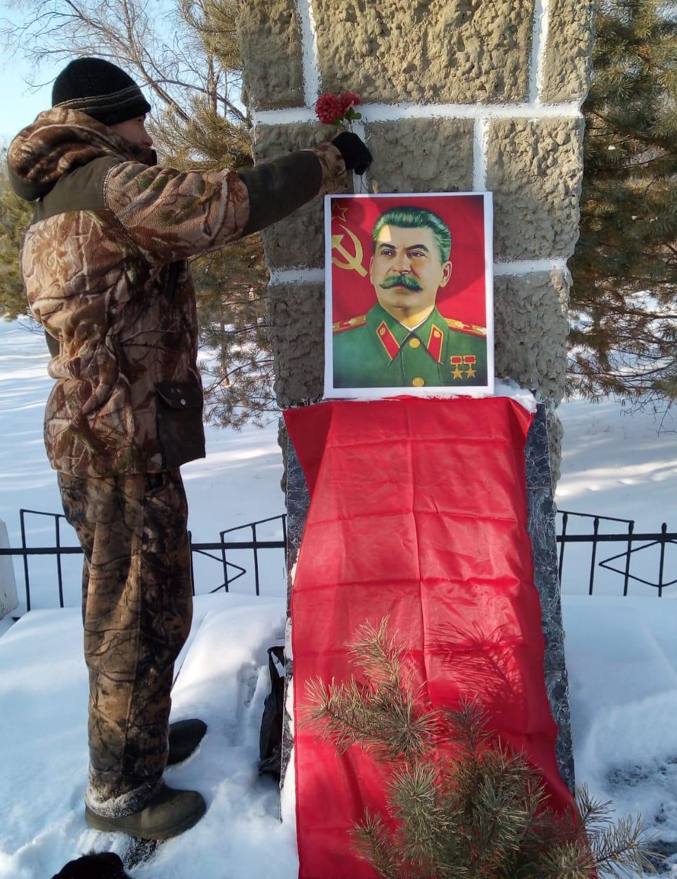 Ленинский район чтит и помнит вождя!