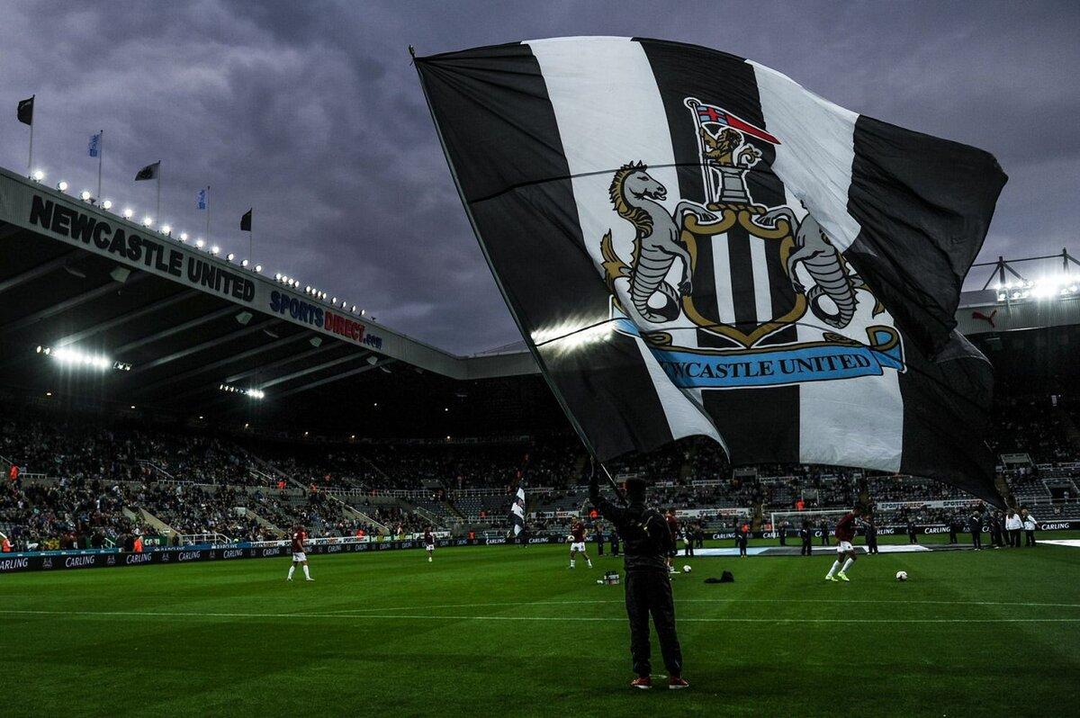 Флаг футбольного клуба Ньюкасл