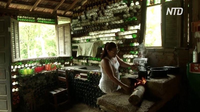 Бразильянка построила дом из бутылок, чтобы выйти из депрессии