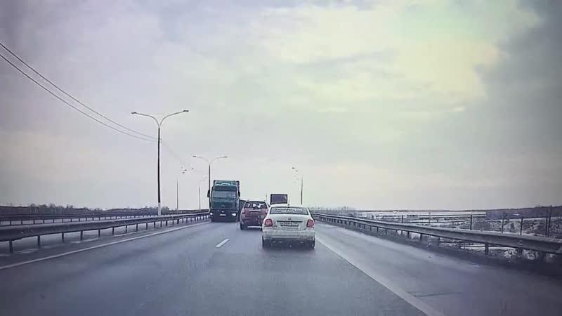 Грузовик выехал на встречную полосу Ступино Домодедово М4 71