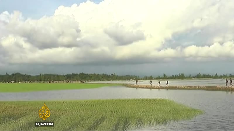 Myanmar army fires on fleeing Rohingya amid Rakhine clashes
