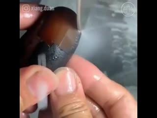 Мастер берет обычные речные камни и превращает их в невероятные ручные скульптур