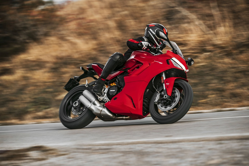 Спортбайк Ducati SuperSport 950 2021
