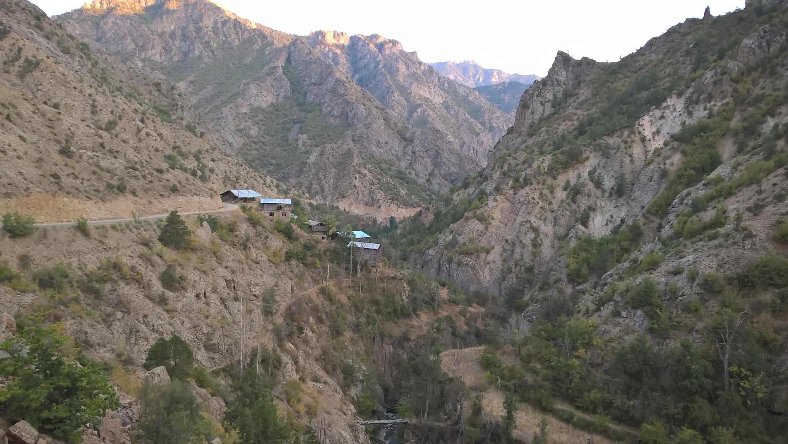 Каньон в районе Юсуфели и по пути в Балалан