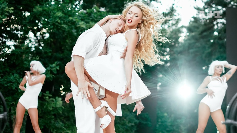 Оля Полякова Белый танец Світське життя 15 років
