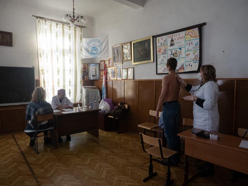Жизнь после COVID-19: врачи помогают, изображение №7