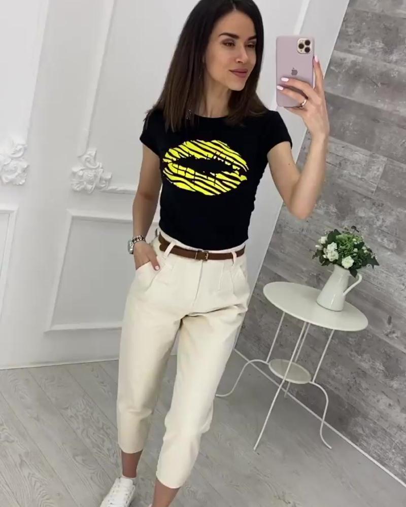 Образ в наличии и доступен для заказа 🔥⠀👉 Чёрная футболка с ярким принтом▪️Размер: единый (42/44)▪️Состав: хлопок 95%, эласт