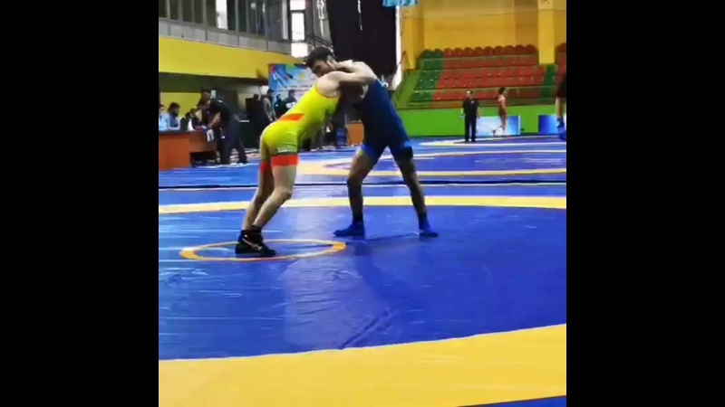 🇰🇿Қазақстан чемпионатының бірінші күнінде еркін күрестен 61 кг салмақта жанкүйерлер күтпеген жаңалық орын алды. Екі дүркін әле