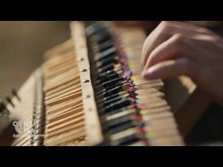 Невероятный музыкальный инструмент из палочек для еды... 🎹