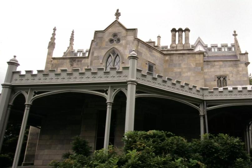 Детали готического возрождения на особняке Линдхерст в Тэрритауне, Нью-Йорк.