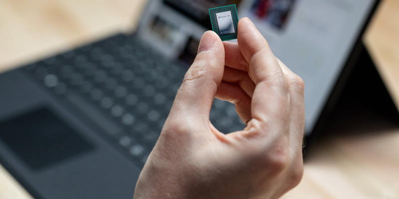 Компания Microsoft обвалила акции Intel