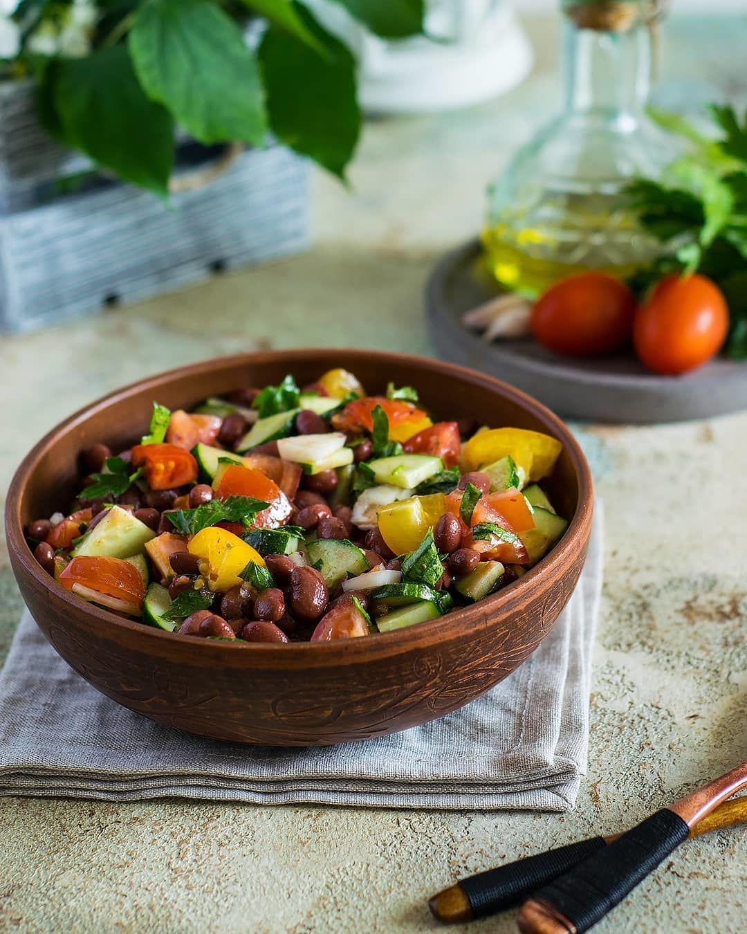 Салат из фасоли с овощами